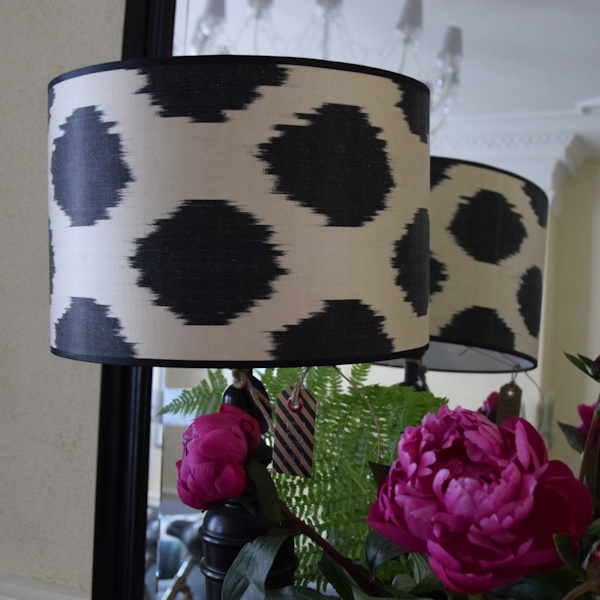 Ikat zijden lampenkap met zwarte stippen