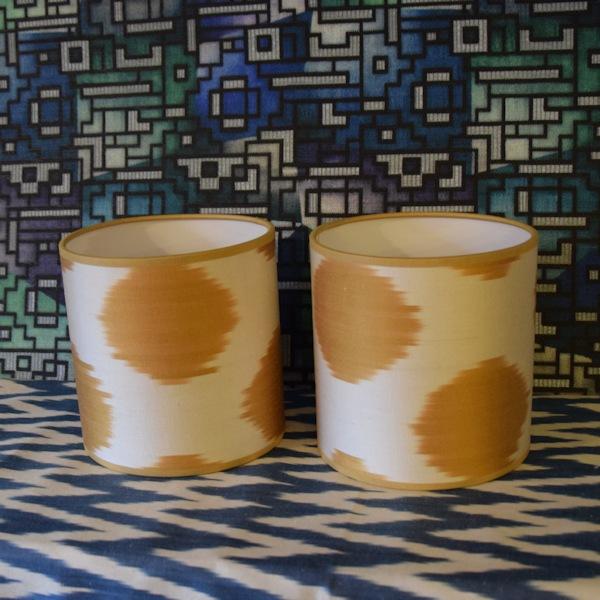 Mini lampenkapjes met goudgele ikat zijde