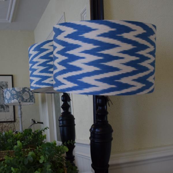 Lampenkap met blauw-witte ikat zigzag